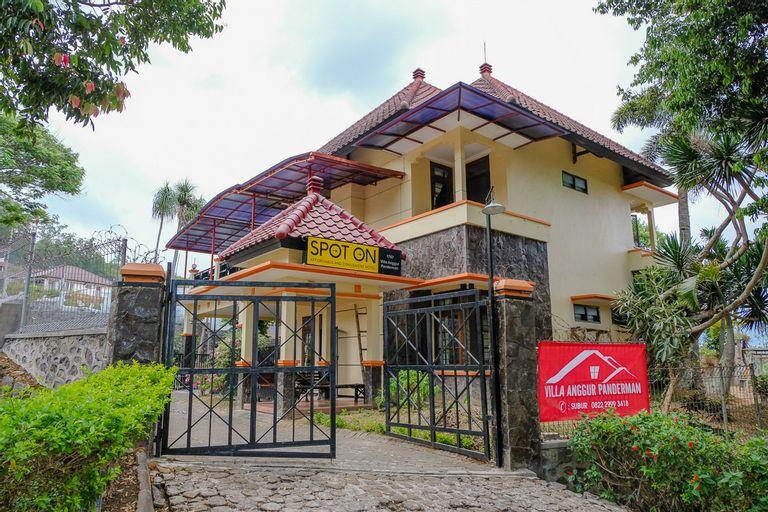 SPOT ON 1767 Villa Anggur Panderman, Malang
