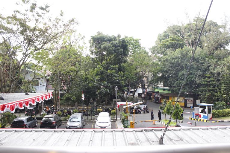 Minimalist Studio Room @ Beverly Dago Apartment By Travelio, Bandung