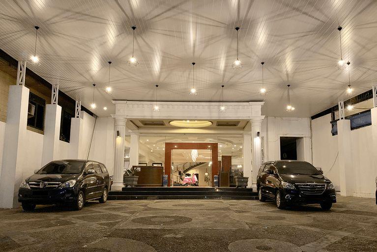 Crown Hotel, Bulungan