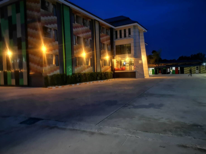 Kansinee in resort, Phanat Nikhom