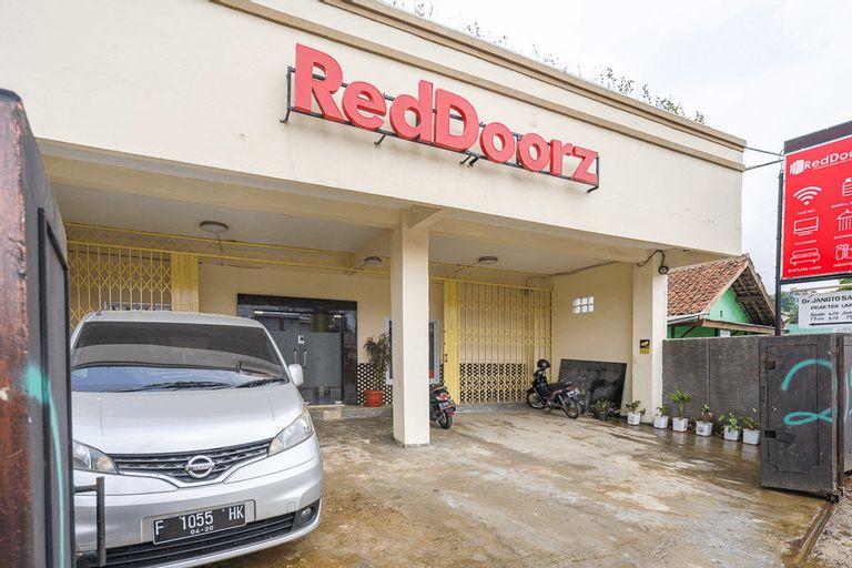 RedDoorz Syariah near Exit Toll Ciawi, Bogor