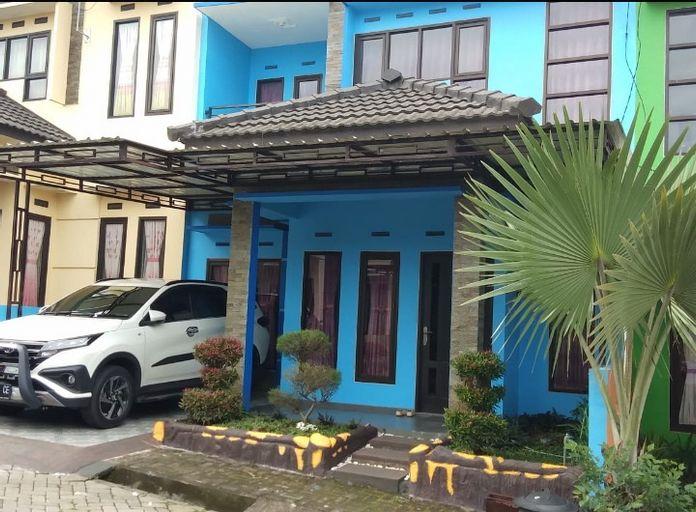 Villa Batu Safir (4 Bedroom), Malang