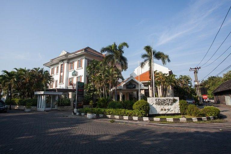RedDoorz Premium @ Raya Nginden, Surabaya