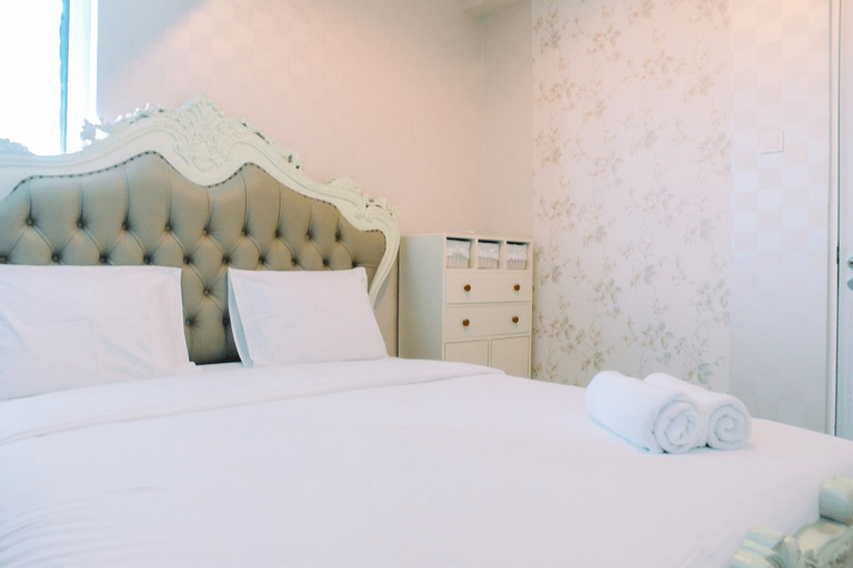 Luxury Furnished 2BR Grand Kamala Lagoon Apartment By Travelio, Bekasi