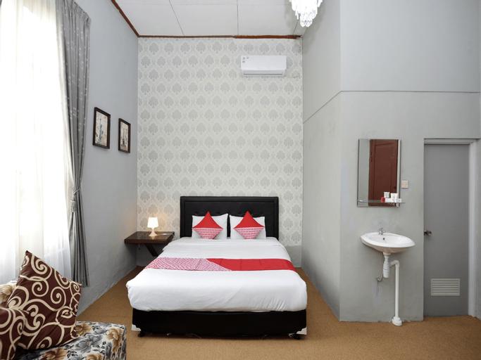 OYO 1303 Golden Inn 2, Yogyakarta