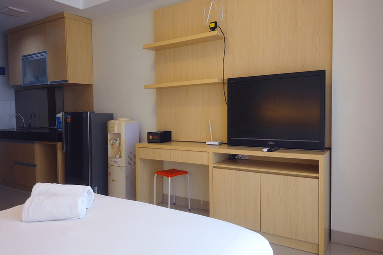 Strategic Studio Apartment at Beverly Dago with Mountain View By Travelio, Bandung