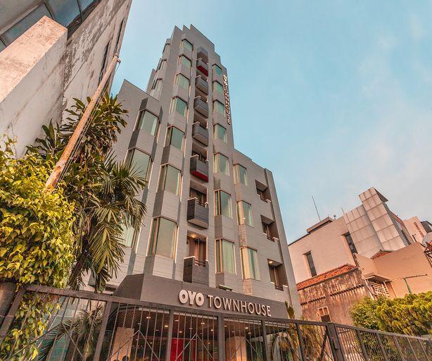 OYO Townhouse 2 Hotel Gunung Sahari Near Rs Hermina Kemayoran, Central Jakarta