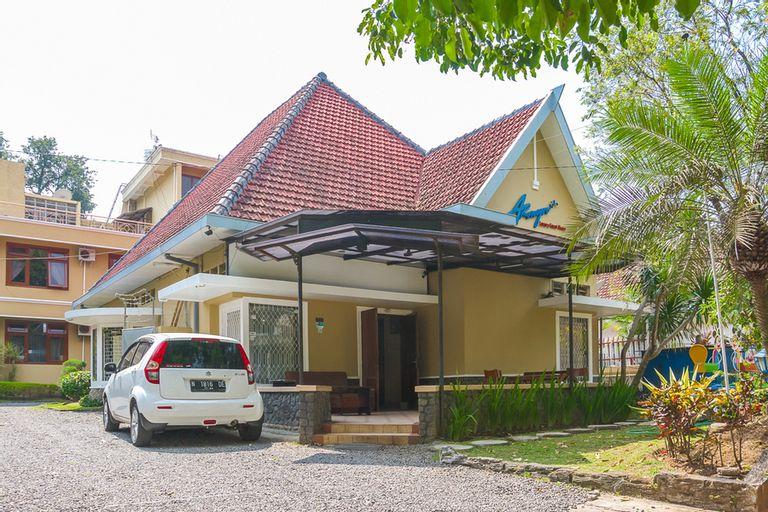 RedDoorz Plus near Brawijaya Museum, Malang