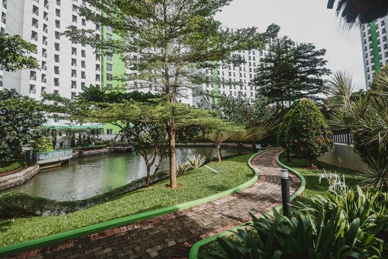 RedDoorz Apartment @ Green Lake View Ciputat, South Tangerang