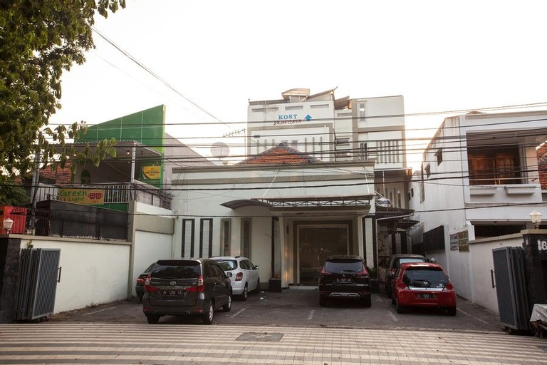 RedDoorz near Taman Bungkul, Surabaya