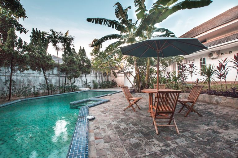 OYO 332 Residence G17 Near Siloam Hospitals ASRI, South Jakarta