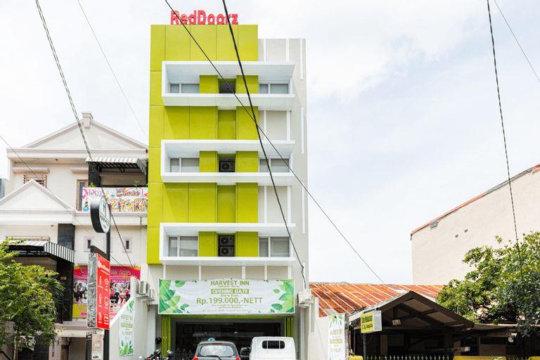 RedDoorz Plus @ Panakkukang Makassar, Makassar