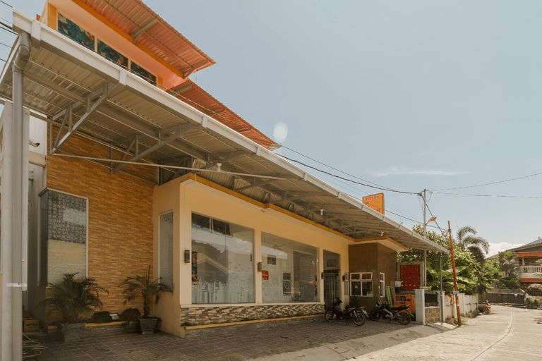 RedDoorz near Jembatan Siti Nurbaya Padang, Padang