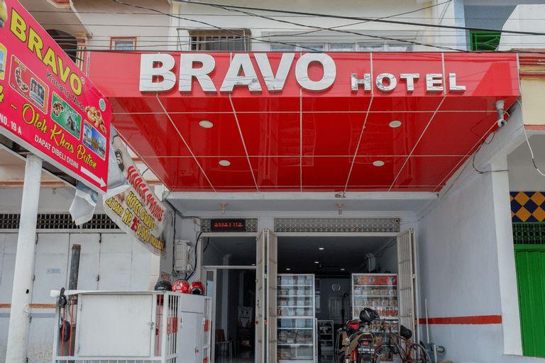 RedDoorz @ Hotel Bravo Pantai Kamali Bau Bau, Bau-Bau