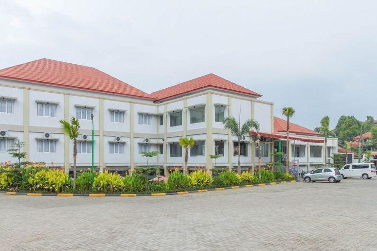 RedDoorz Plus near Jatinangor Town Square 2, Sumedang