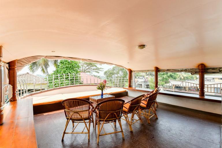 OYO 23047 Rkv Golden Petal Houseboat 3 Bhk, Alappuzha