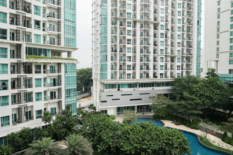 2BR Apartment with Sofa Bed at Woodland Park Residence By Travelio, Jakarta Selatan