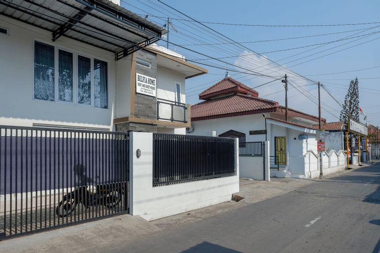 RedDoorz Plus Syariah near Stasiun Tegal 2, Tegal
