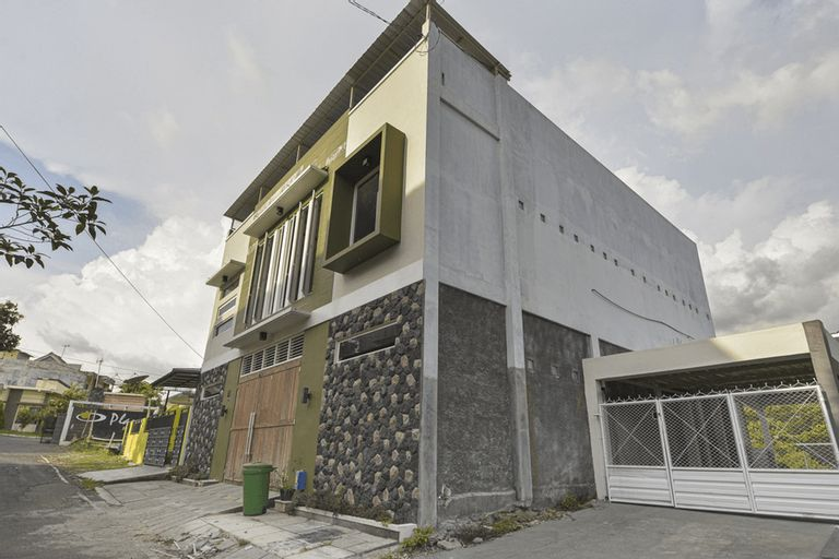 RedDoorz Syariah @ Tatasurya Guesthouse Malang, Malang