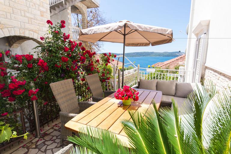 Villa Roza, Trogir