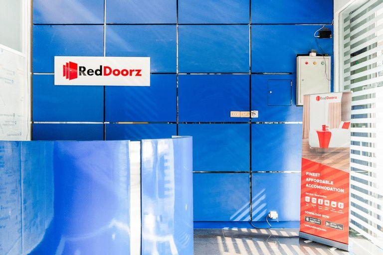 RedDoorz Plus near Taman Ismail Marzuki, Central Jakarta