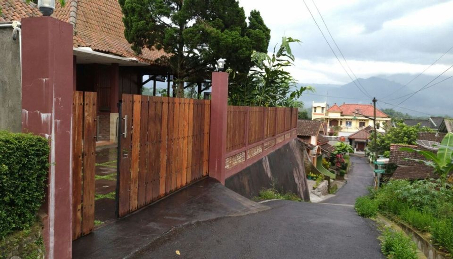 Villa Arumdalu by Tetirah, Salatiga