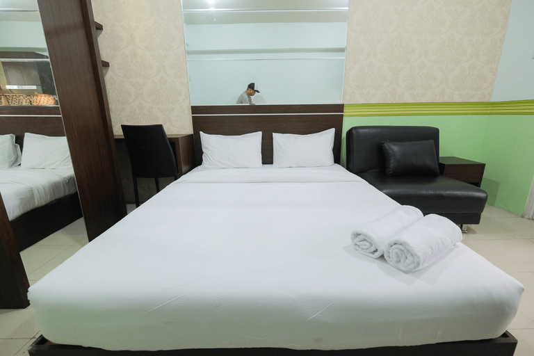 Best Deal Studio Room Grand Emerald Apartment By Travelio, North Jakarta