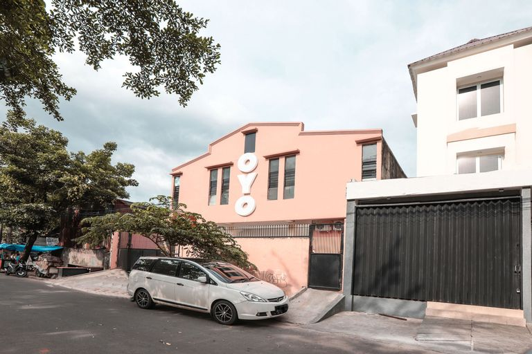 OYO 160 Lontar Residence Near Bina Sehat Hospital Mandiri, West Jakarta