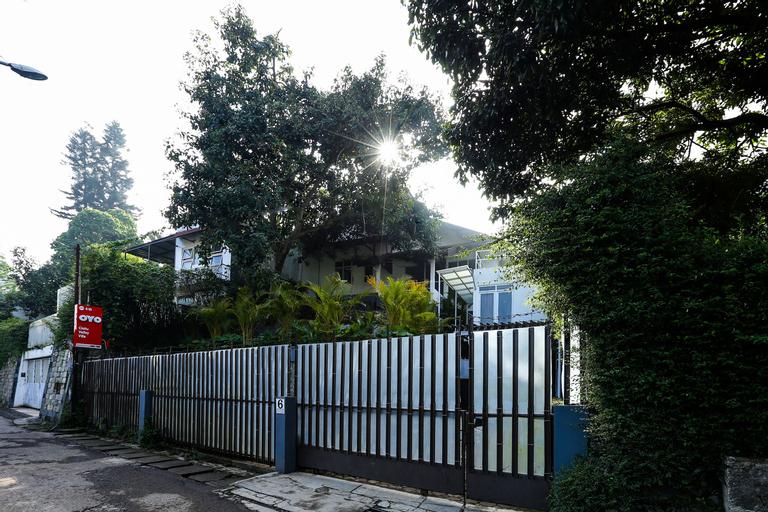 OYO 610 Cisitu Valley Villa Syariah, Bandung