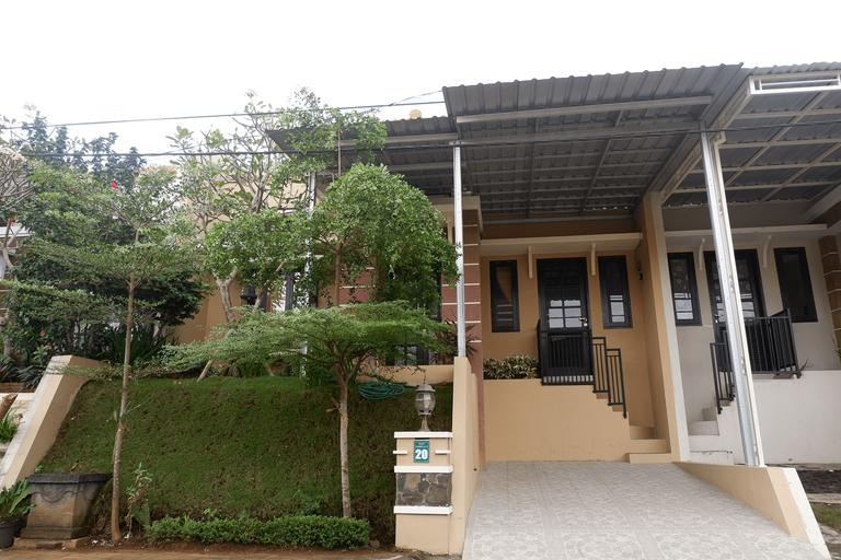 Villa Daryn - 2 Bedrooms, Malang