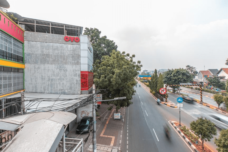 OYO 1229 Dc Hotel Pramuka Near RS St Carolus (temporarily closed), Central Jakarta
