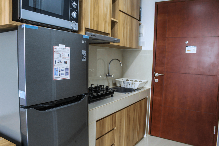 Minimalist and New Furnished Studio Apartment at Springwood Residence By Travelio, Tangerang