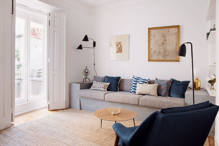 Renovated Charming Apartment with Terrace in Lapa, Lisboa