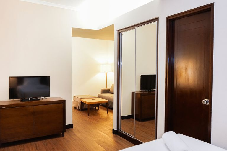 Ancol Marina 1BR Twin Bed Tower A By Travelio, North Jakarta