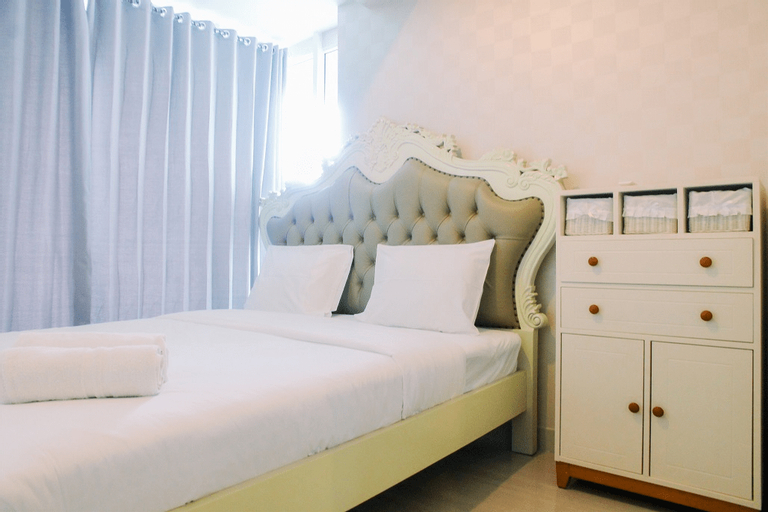 Luxury Furnished 2BR Grand Kamala Lagoon Apartment By Travelio, Bekasi