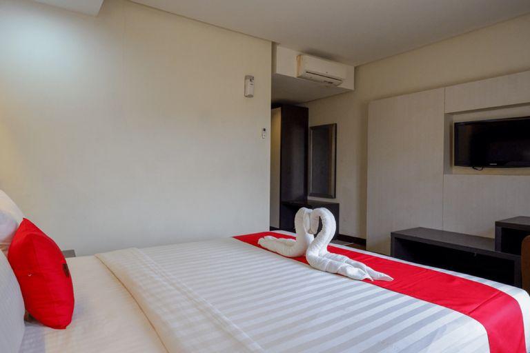 RedDoorz Plus near Hotel Benua Kendari, Kendari