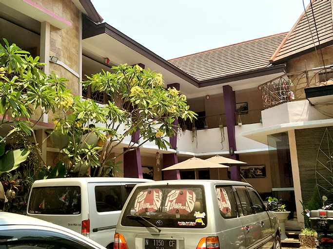 Dpavilion Guest House & Resto, Malang