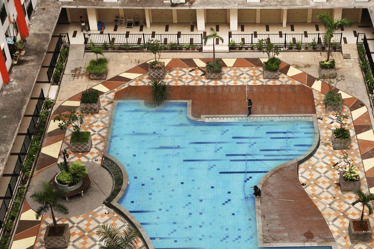 Pool View 2BR Kemang View Apartment By Travelio, Bekasi