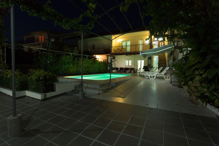 Villa Mami, Marina
