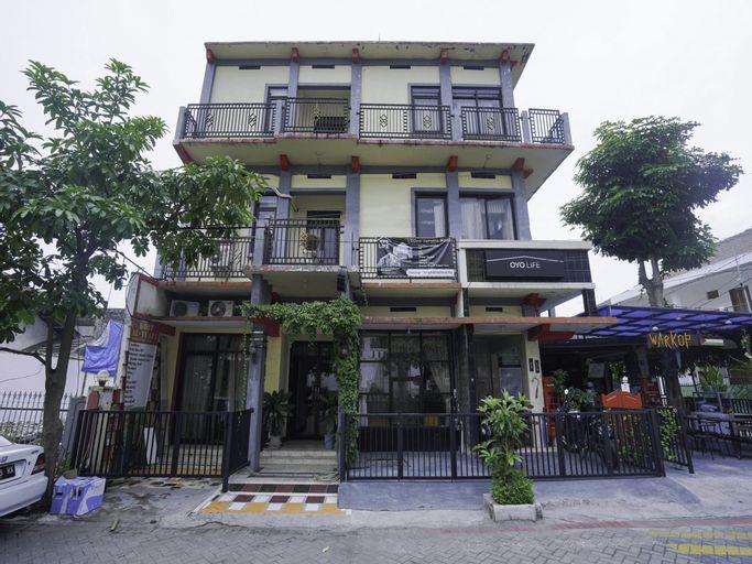 OYO Life 2215  Al' Yuafa, Surabaya