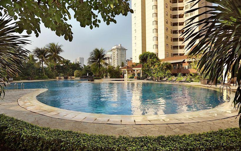 Classic and Strategic 3BR Sudirman Tower Condominium By Travelio, South Jakarta