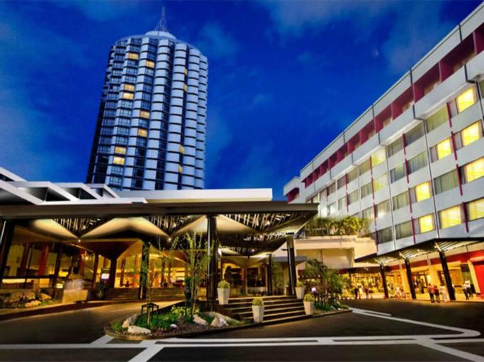 Ambassador Hotel Bangkok, Wattana