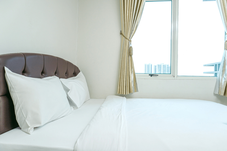 Comfortable 1BR @ Sky Terrace Apartment in Strategic Area By Travelio, Jakarta Barat