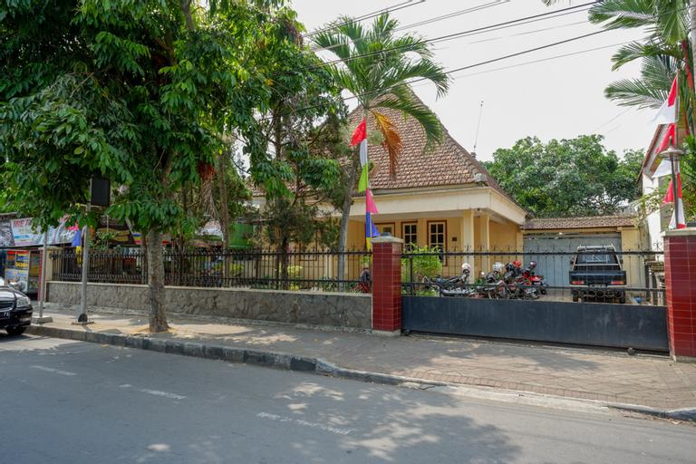 RedDoorz Syariah near Alun Alun Purwokerto, Banyumas