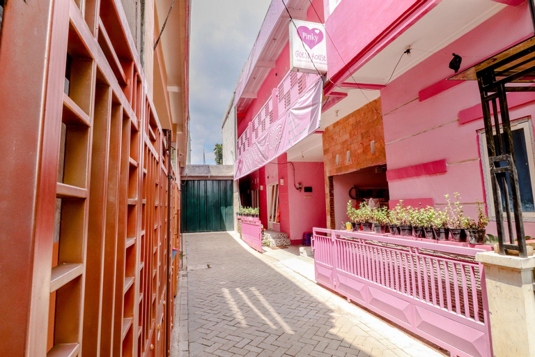 Pinky Guest House Syariah, Malang