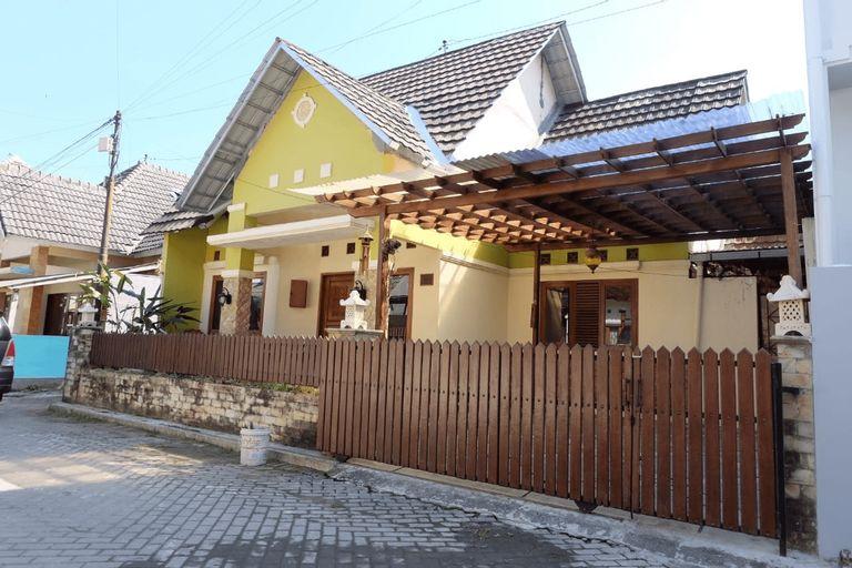 Alaya Guest House Jogja ( Full House 3bedrooms), Sleman