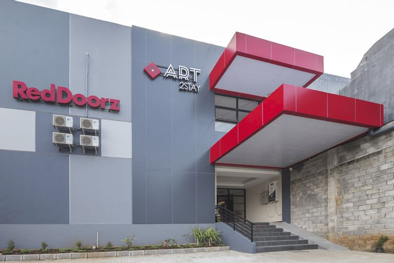 RedDoorz Plus near Ronggowarsito Museum Semarang, Semarang