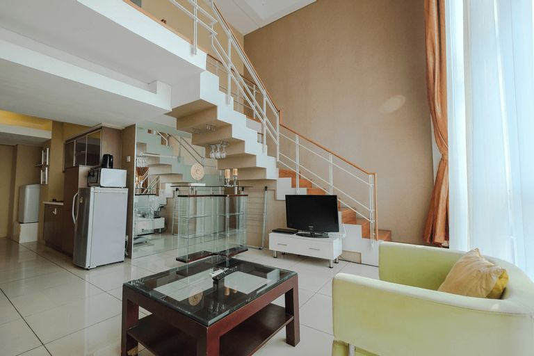 Spacious 1BR Two-Level Apartment at CityLofts Sudirman By Travelio, Central Jakarta