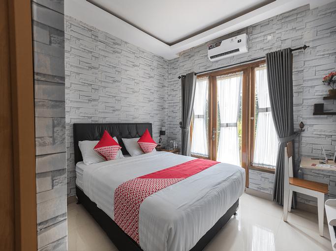 OYO 1769 Mahayun Guest House Syariah, Bekasi