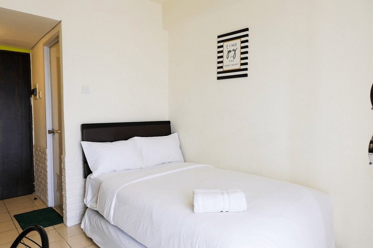 Cozy Studio Serpong Greenview Apartment By Travelio, South Tangerang